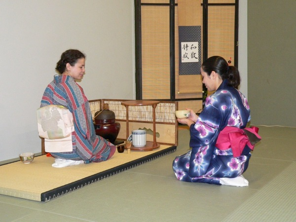 Receiving a tea ceremony with Maiko Behr